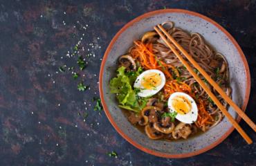 Soupe chinoise nouilles oeufs carottes