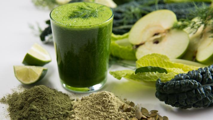 Jus  de fruits et légumes vert